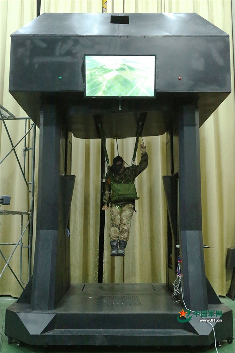 A PLA soldier takes part in VR parachute training. Photo: PLA Daily